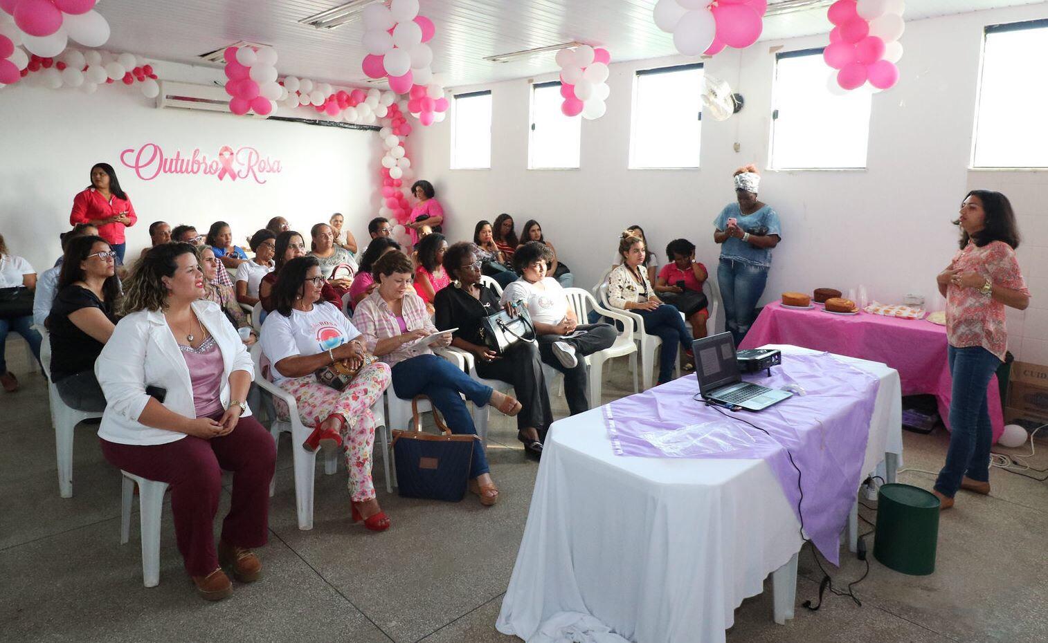 Roda de conversa dialoga com servidoras da prefeitura sobre o câncer de mama