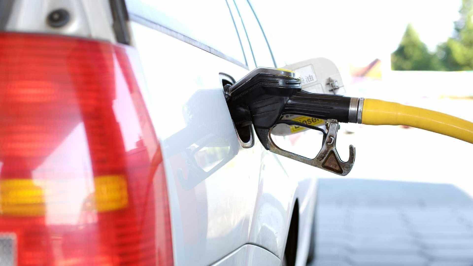 Petrobras reduz para R$ 1,6958 preço médio da gasolina nesta sexta