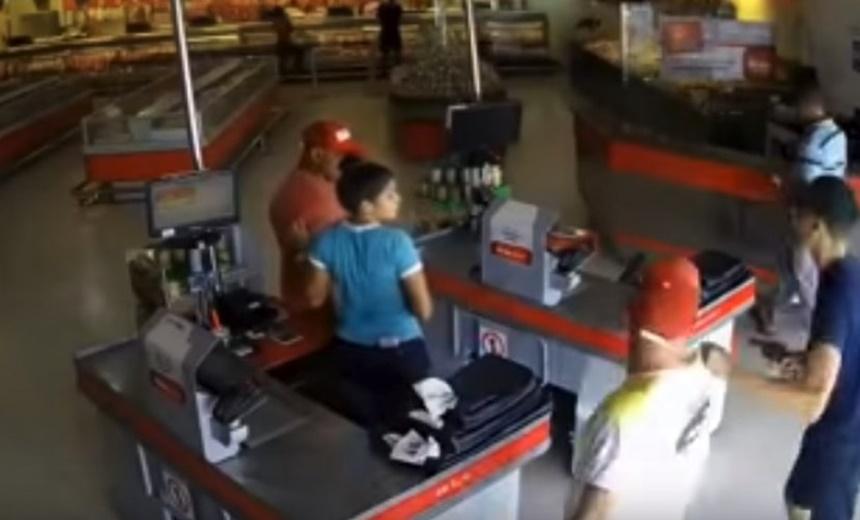 Assista: câmera de segurança mostra frigorífico sendo assaltado em Lauro de Freitas