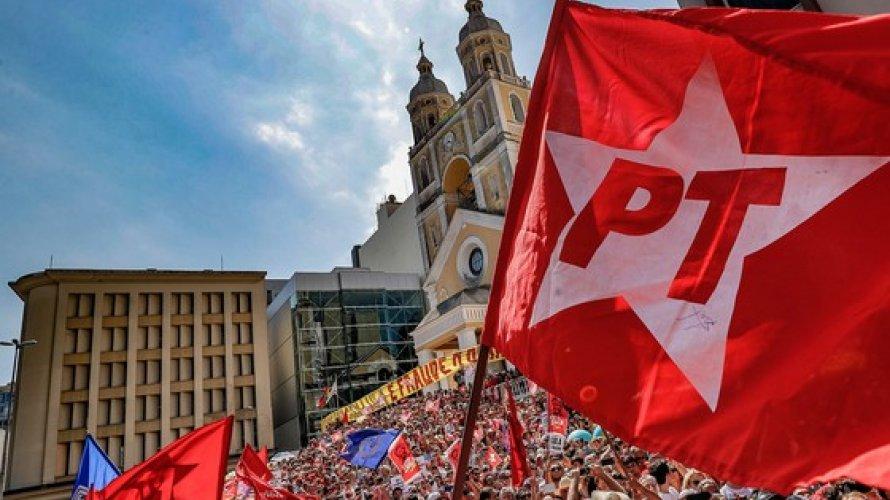 """""""Preconceito de Bolsonaro deixa 60 milhões sem médicos"""", diz PT"""
