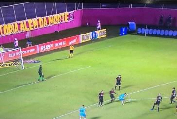 Vitória é rebaixado para 2ª divisão após empate com o Grêmio no Barradão