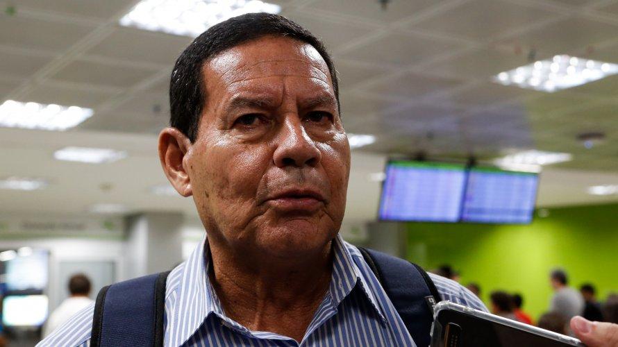 """Vice de Bolsonaro dispara contra comunicação do futuro governo: """"Ruim é até um elogio"""""""