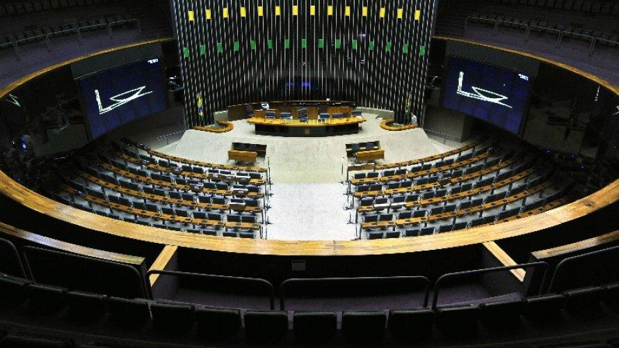 Projeto na Câmara pode tirar limite de gastos de prefeitos