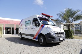 Prefeitura entrega ambulância semi UTI para atender moradores do Caji Vida Nova