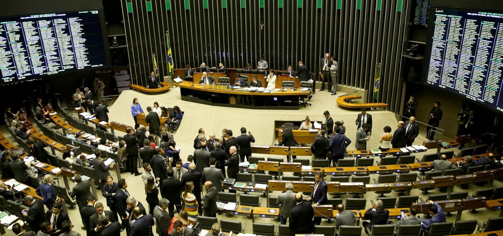 Câmara aprova permissão para municípios estourarem teto de gastos com pessoal
