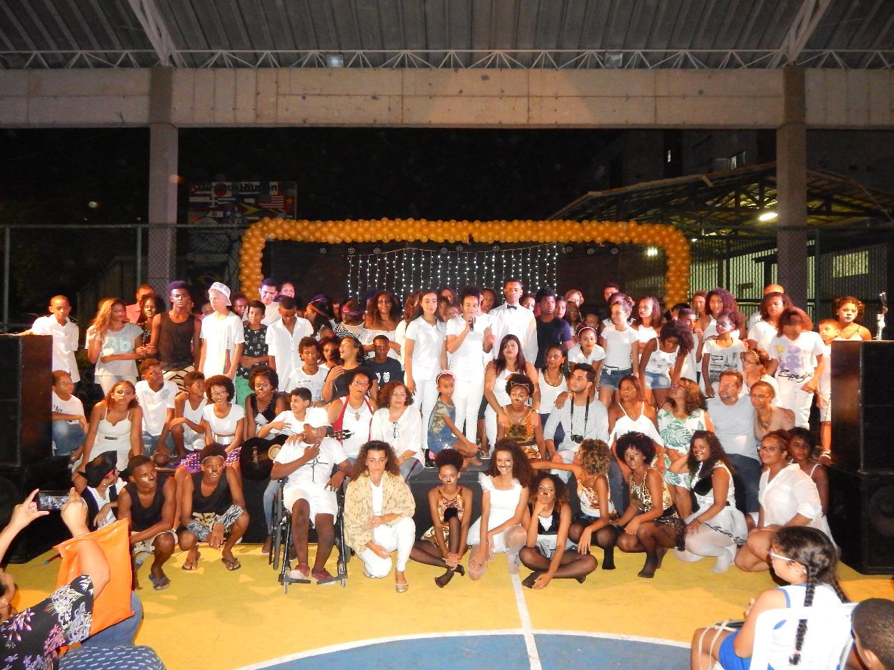Alunos do Centro Educacional Fênix encantam público com espetáculo musical