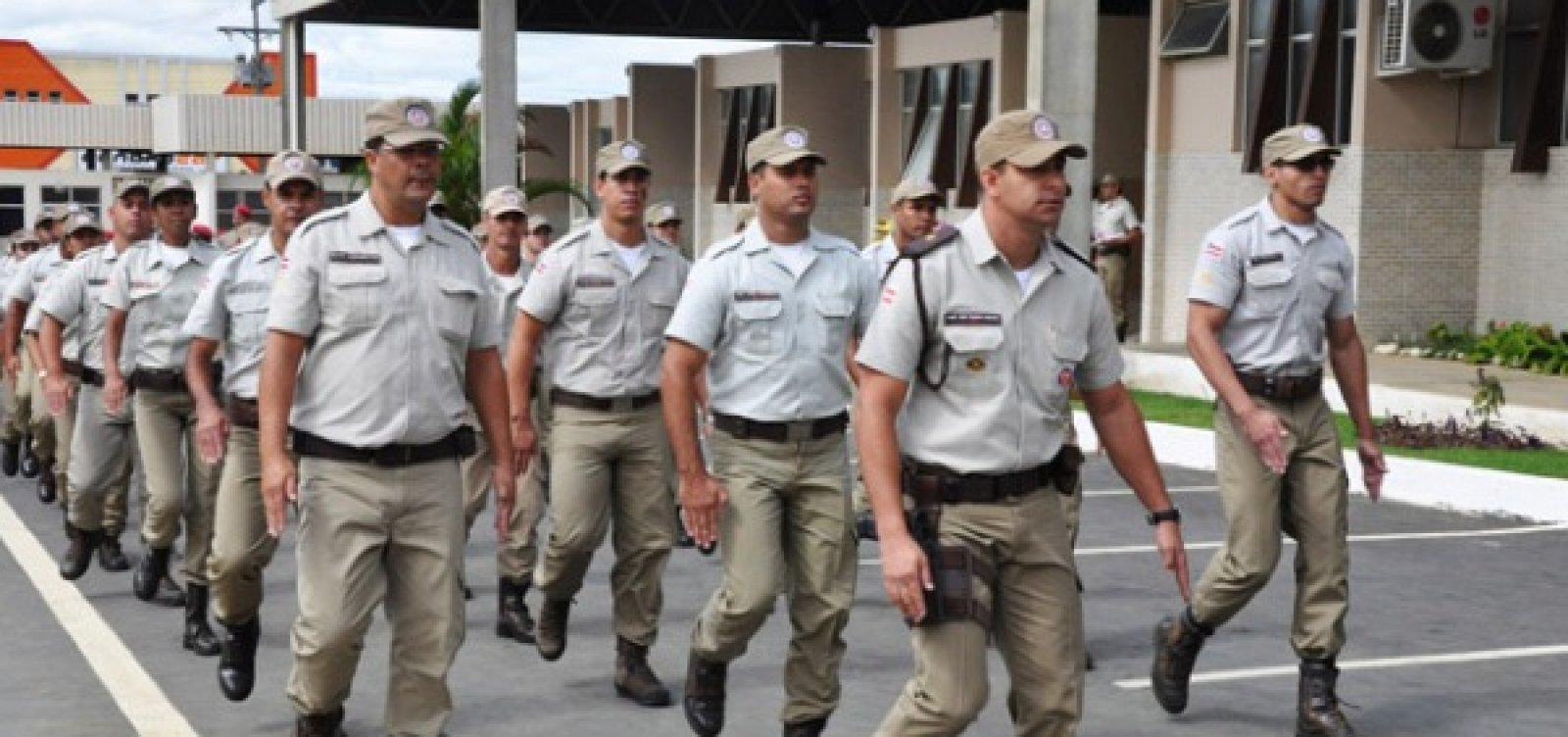 Governador da Bahia manda 100 PMs para combater crise no Ceará