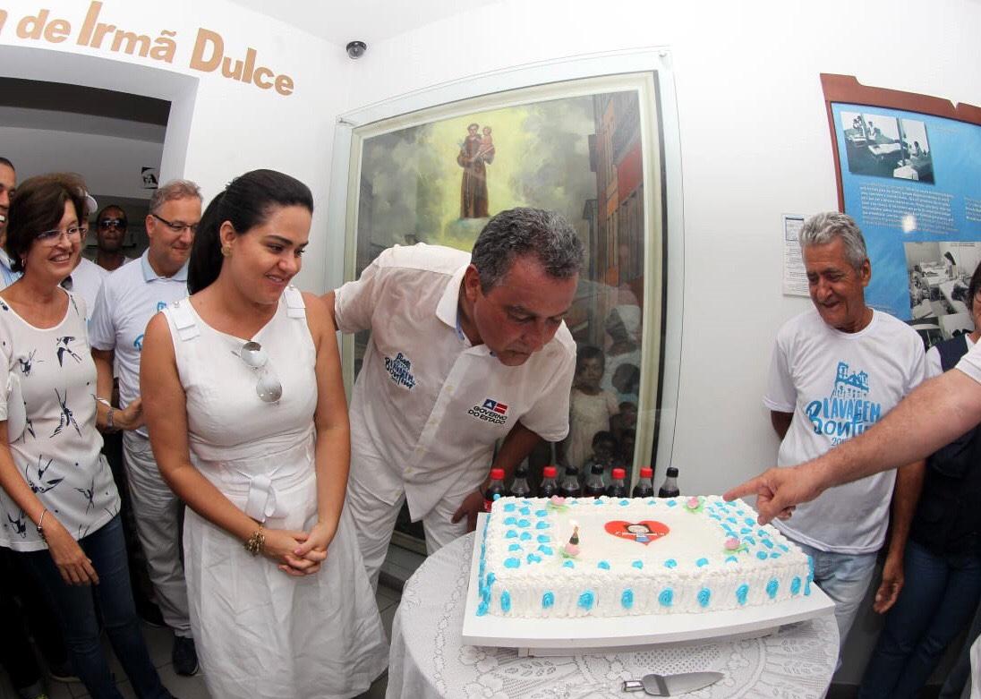 Rui recebe homenagem de aniversário nas Obras Irmã Dulce