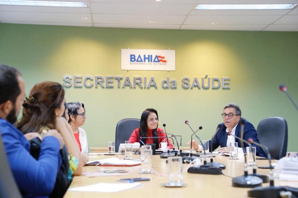 Moema participa de reunião para tratar das questões da Policlínica Regional