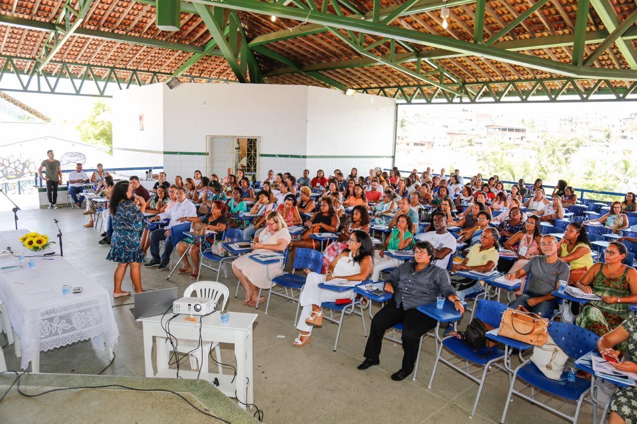 Resultado de imagem para Dirigentes escolares da rede municipal de Lauro de Freitas iniciam formação em gestão democrática