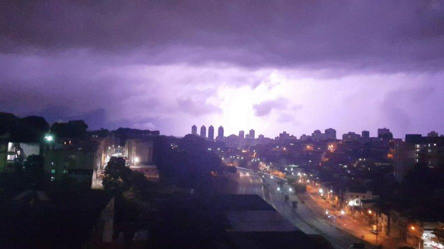 Ventos fortes e nuvens carregadas se intensificam e podem gerar ciclone tropical na Bahia