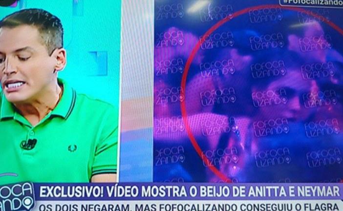 Vídeo mostra Anitta e Neymar se beijando durante Carnaval na Sapucaí
