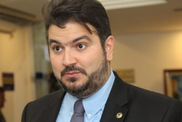 """""""Sou contra a obrigação de impor uma candidatura. Sou a favor da política por vocação"""", defende Diego Coronel"""