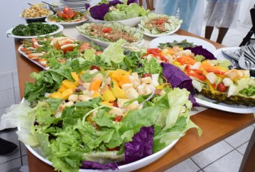 Prefeitura de Lauro de Freitas realiza Oficina de saladas e molhos através da SEMDESC