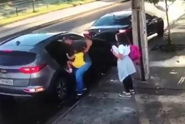 Vídeo: ex-atacante do Vitória sofre assalto ao lado das duas filhas