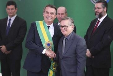 Globo detona Bolsonaro e diz que Presidente mentiu sobre saída de Vélez