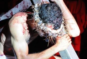 """Espetáculo """"A Paixão de Cristo"""" é encenado na Itinga e Centro de Lauro de Freitas"""