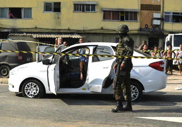 Músico fuzilado no Rio foi atingido por 9 tiros disparados por militares