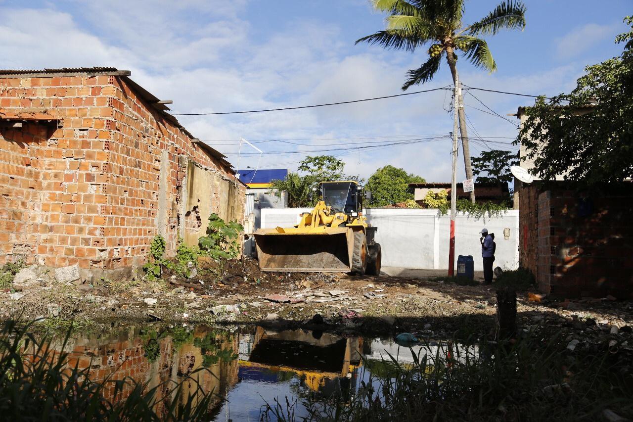 Mais de 13 toneladas de resíduos são retiradas da Lagoa da Base após chuvas