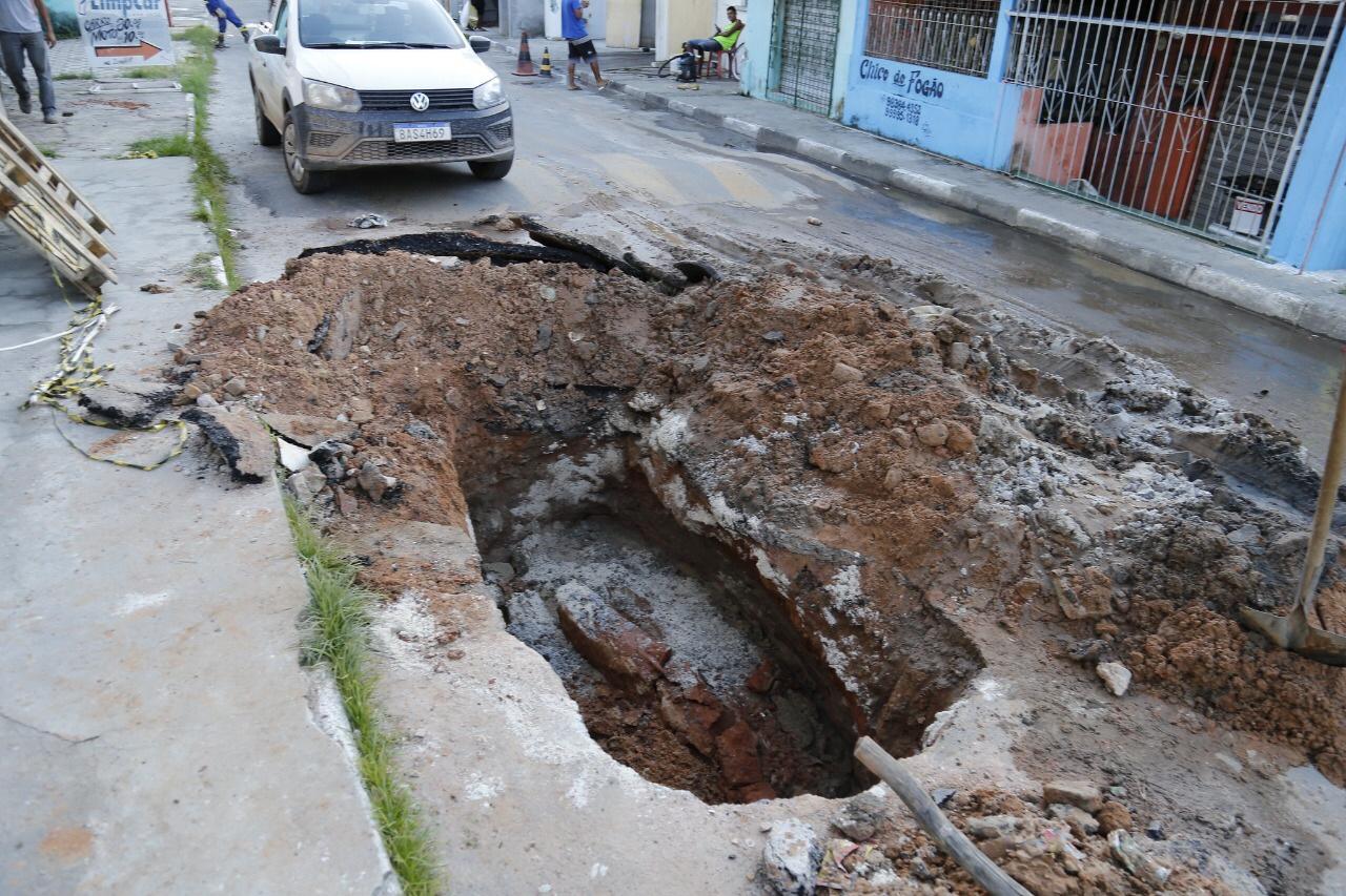 Seinfra realiza desobstrução e recuperação de drenagem em Ipitanga