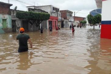 Número de desalojados em cidade que barragem rompeu na Bahia ultrapassa dois mil