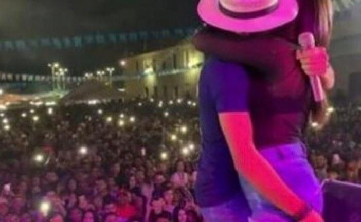 Vídeo: forrozeiro beija fã casada em cima do palco e mulher implora para que imagens sejam apagadas