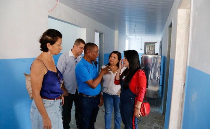 Moema visita novas instalações da Escola Jardim Ipitanga, em Vida Nova