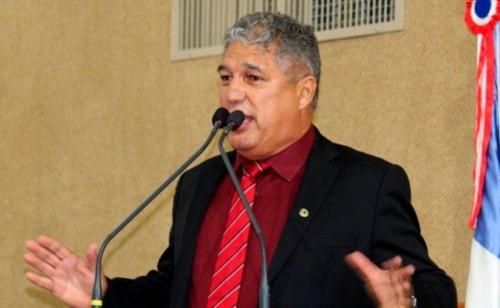 Com apenas 70 convites para o Estado, líder do Governo na Alba defende que Rui cancele participação ao lado de Bolsonaro em inauguração do aeroporto de Conquista