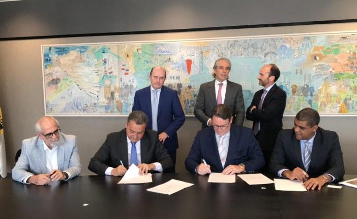 Na Espanha, Rui assina acordo com empresa que planeja gerar 10.500 empregos no Litoral Norte