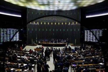 Senado aprova projeto que criminaliza caixa 2 eleitoral