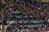 Em estreia do PSG, torcida xinga Neymar e leva faixa: 'Cai fora'