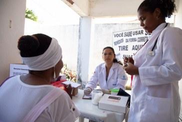 Pacientes da Policlínica Professor Carlos Bastos recebem orientação sobre uso correto de medicações