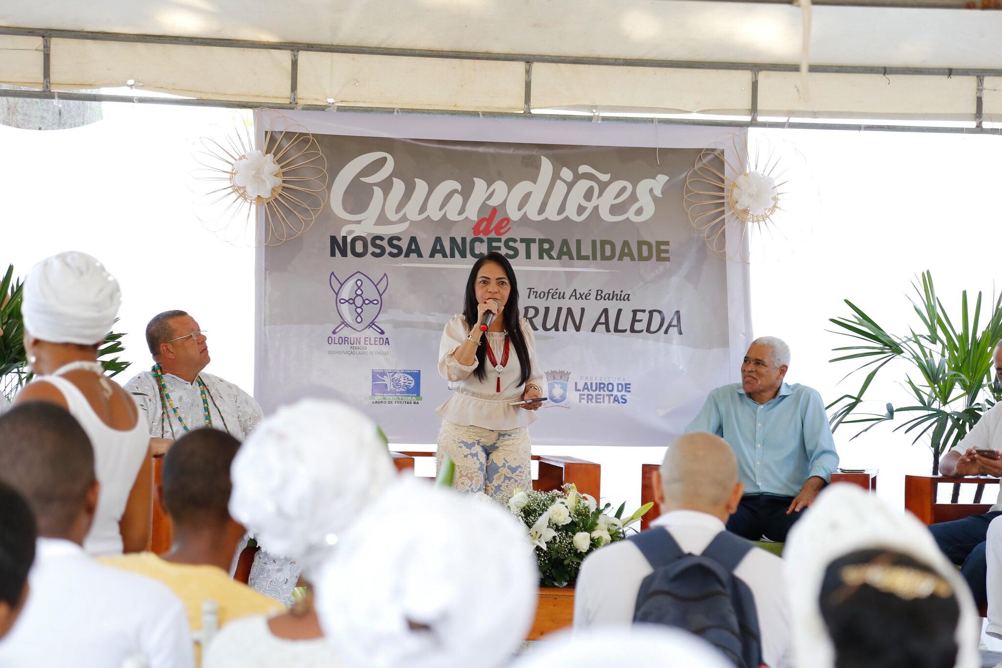 Sacerdotes de religião de matriz africana de Lauro de Freitas são homenageados