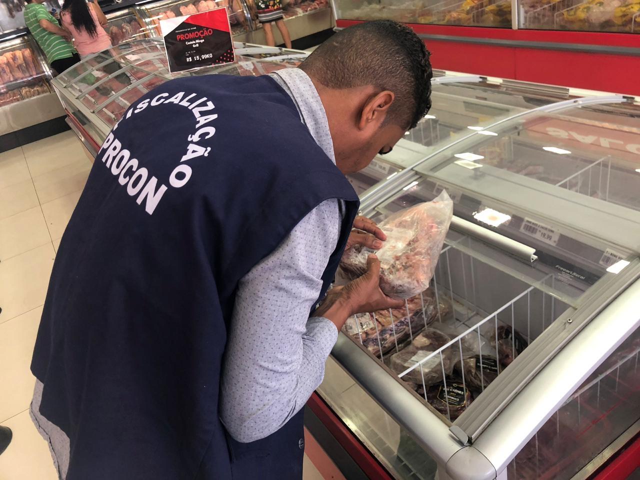 PROCON de Lauro de Freitas fiscaliza supermercados e açougues