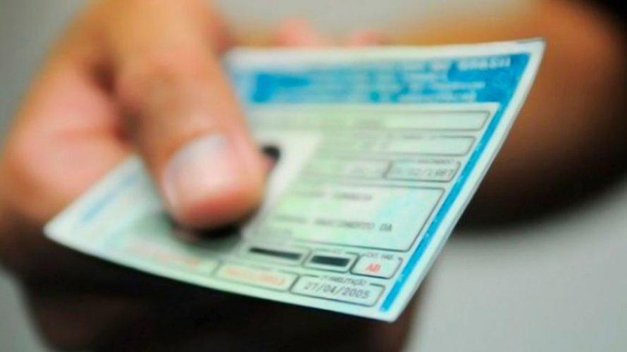 Carteira de motorista vencida vale como documento de identificação, diz STJ