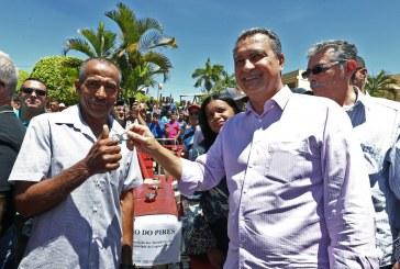 Em Paramirim, Rui entrega novas instalações de colégio estadual e autoriza investimentos para a agricultura familiar
