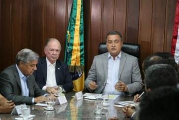 Alexandre Frota finaliza pedido de impeachment de Jair Bolsonaro
