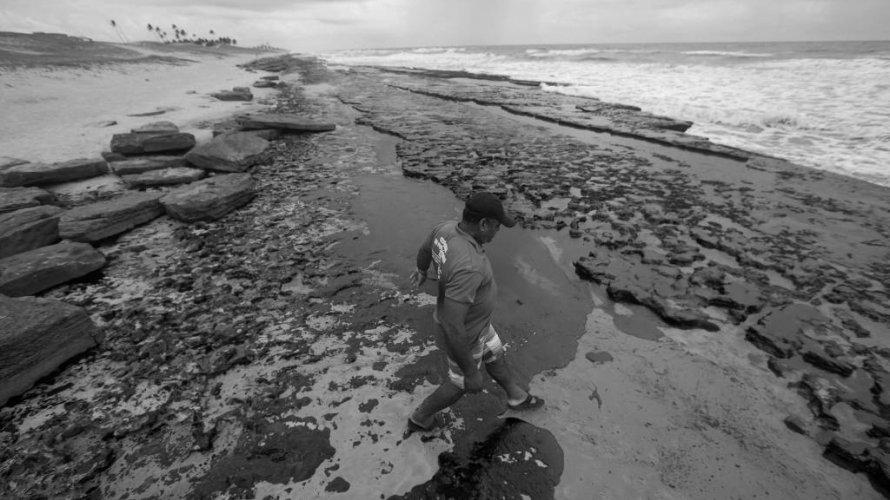 Simulações apontam que petróleo veio do alto-mar, longe da costa do Nordeste