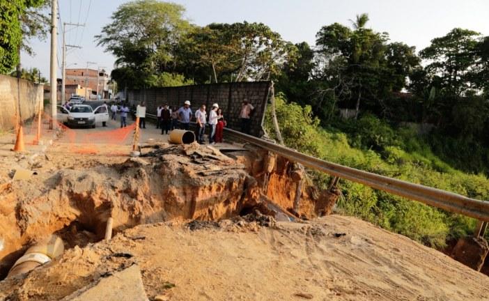 SETTOP interdita ruas após rompimento de adutora da Embasa no Capelão e desloca trânsito para vias alternativas