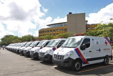 Entrega de 14 ambulâncias beneficia municípios baianos e Hospital Geral Menandro de Faria