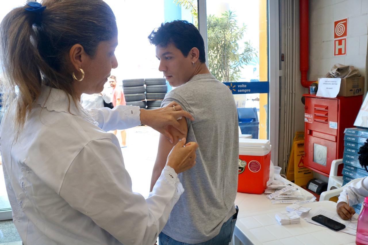 Lauro de Freitas vacina 796 pessoas no dia D contra sarampo