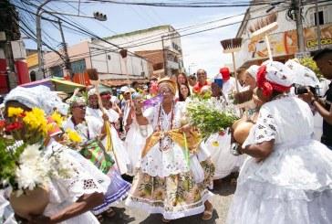 Grupos culturais desfilam no Centro de Lauro em homenagem ao padroeiro, neste sábado (11)