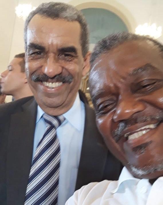 Liderança Paulo Sacramento parabeniza o Secretário Carlos Martins pelo seu aniversário