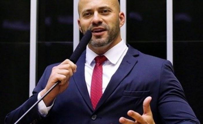 """Deputado carioca detona ataques de Kannário à PM-BA: """"Se fosse eu ali, subia no trio e te arrancava no tapa"""""""