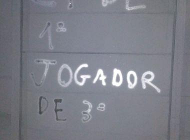 'Fora Cerri', 'Time sem vergonha' e 'sem garra': Muro do CT do Bahia é pichado após derrota