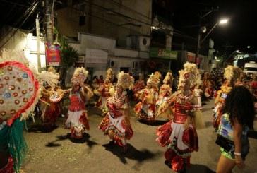 Desfile do Bankoma encanta público no Carnaval em Lauro de Freitas