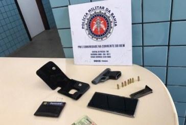 Homem é preso após ameaçar companheira; policiais apreendem arma do suspeito