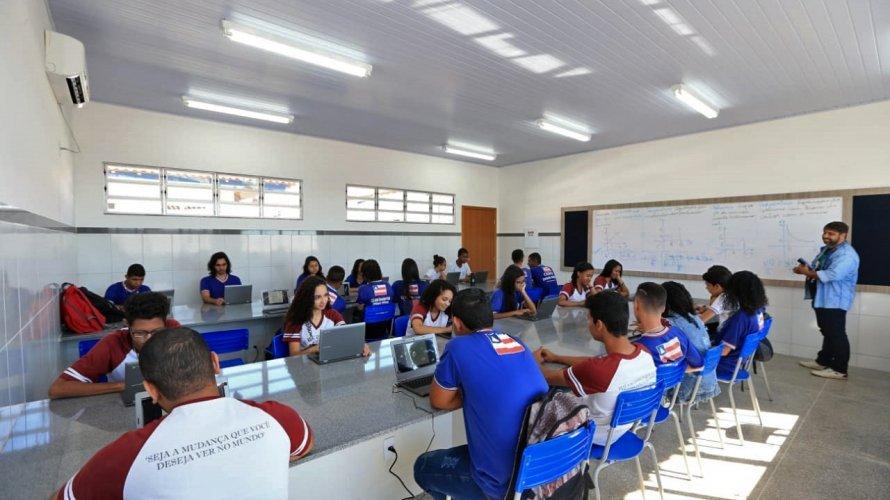 Estado assina contrato com Assaí e Cesta do Povo para a entrega do vale-alimentação estudantil a partir de segunda-feira (20); saiba mais