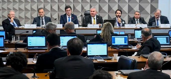 CPI das Fake News identifica bolsonarista em rede de ataque a políticos