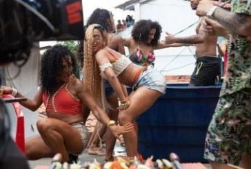 Xiiii rapaz! 'Bola Rebola': Youtube tira do ar clipe com Anitta gravado há um ano em Salvador